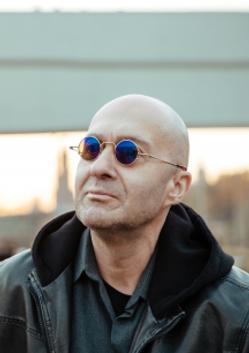 Антон Батагов. «Человек, который стал радугой»