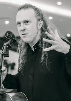 Денис Шаповалов (виолончель). Владислав Вальс (саксофон)